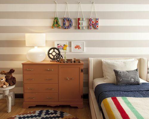 красочные объемные буквы на стене детской комнаты