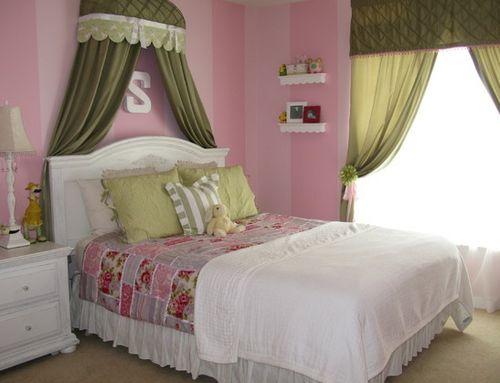 объемный графический декор в комнате для девочки