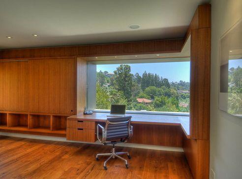 угловое панорамное окно в интерьере домашнего кабинета