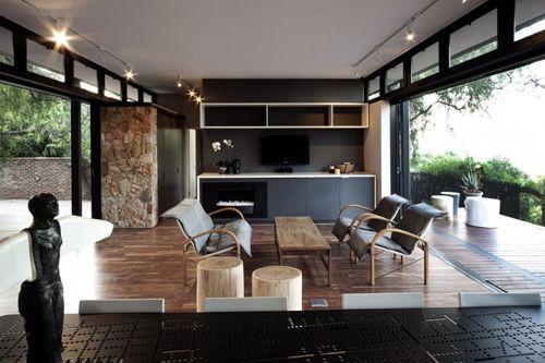 современная гостиная в доме на металлическом каркасе