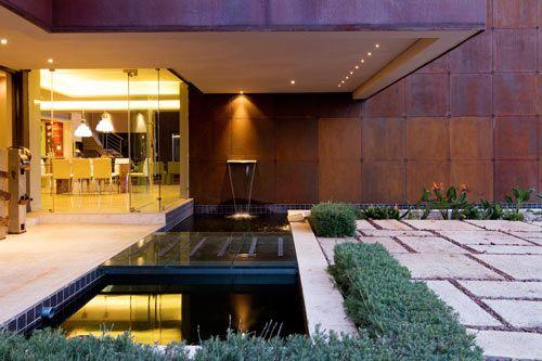 искусственный бетонный пруд в частном дворе