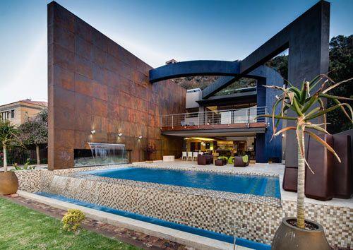 роскошный частный дом с металлическими структурами