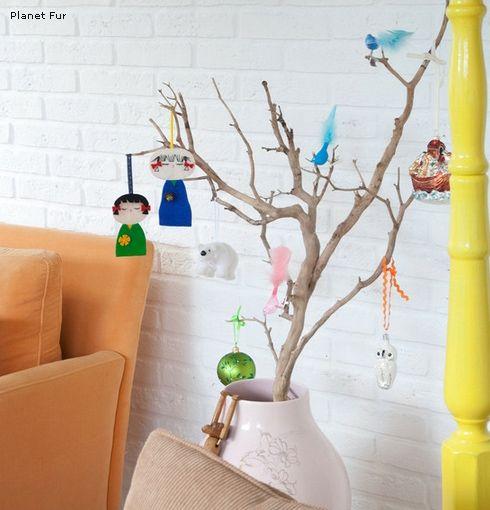 ветки в роли новогодней елки