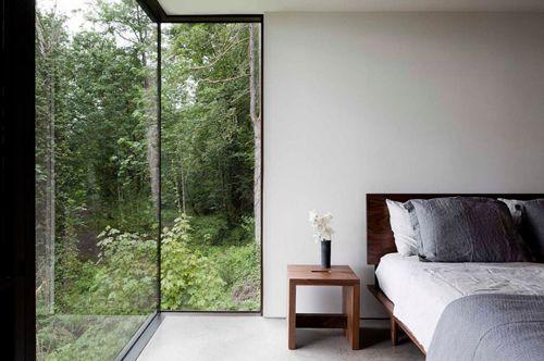 минималистическая спальня в дачном домике