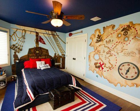 интерьер детской спальни с росписью на морскую тему