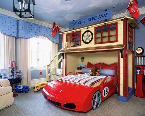 интерьер спальни для мальчика со скульптурной мебелью