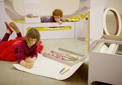 рулонная бумага в корпусе детского столика