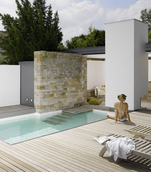современный бассейн в частном доме