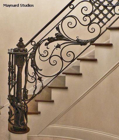 традиционное кованое ограждение лестниц