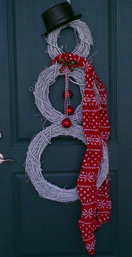 новогодний снеговик из окрашенных веток