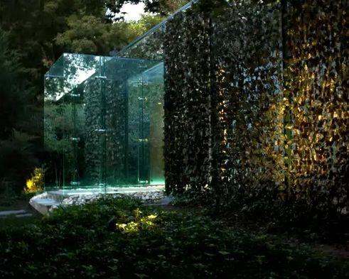 стеклянное крыльцо в форме портала