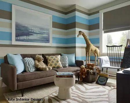 полоски в тон мебели и декора создают единый стиль детской комнаты