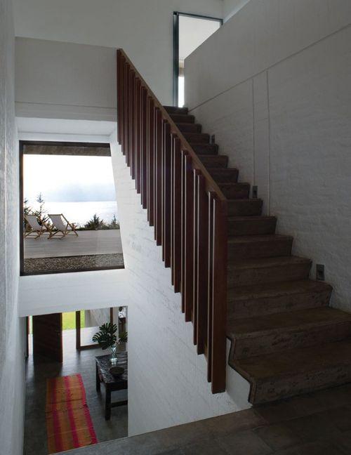 деревянное ограждение лестницы в современном стиле