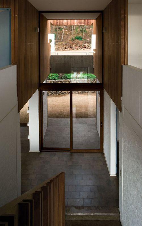 наружные стеклянные двери в загородном коттедже