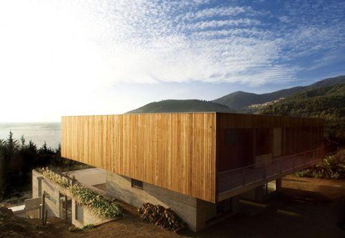 верхний этаж загородного коттеджа с плоской крышей