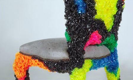 необычный пластиковый мягкий стул