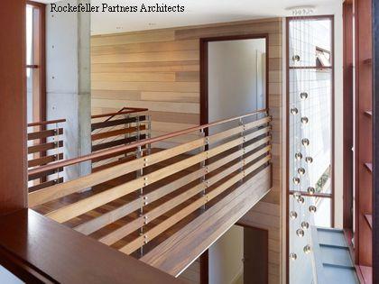 деревянные панели в холле частного дома