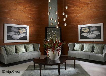 фигурные деревянные панели в современном интерьере