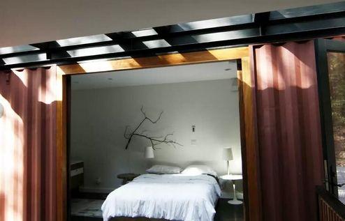 дизайн спальни в доме из контейнеров