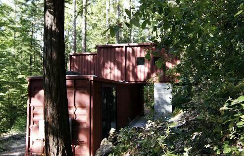 оригинальный дом из контейнеров