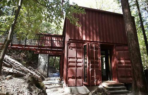 двухэтажный загородный дом из контейнеров