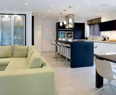 приемы зонирования кухни студии