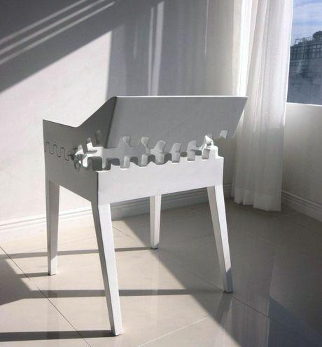 белое кресло с оригинальной застежкой молнией