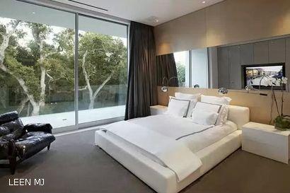 панорамный зеркальный декор спальни
