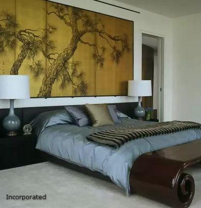 деревянное панно с ручной росписью в спальне