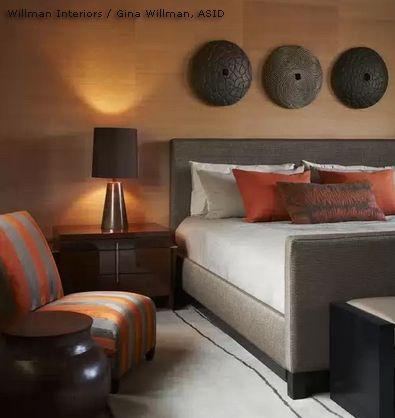 фактурный декор над изголовьем кровати