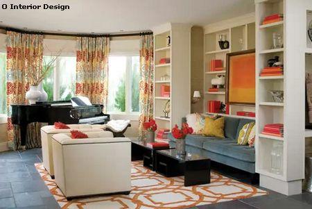 яркий интерьер гостиной в традиционном стиле