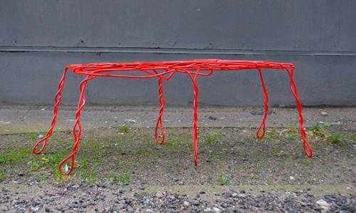 оригинальная металлическая скамейка