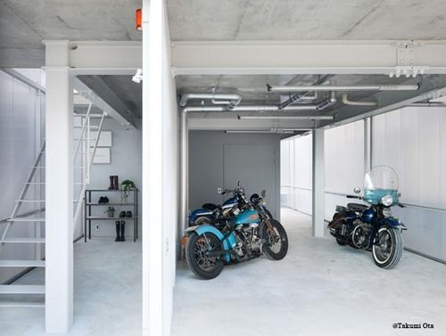 гараж в прозрачном доме