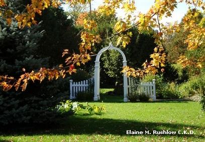интегрированная садовая арка с ограждением