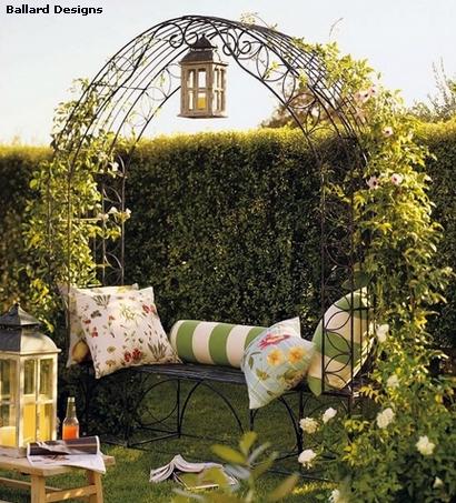 интегрированная садовая арка со скамейкой