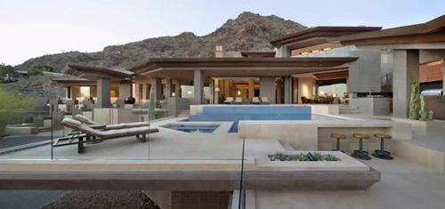 роскошный двор с элитными зонами отдыха