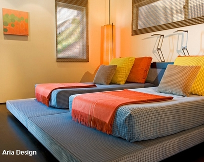 полихромная цветовая гамма для спальни