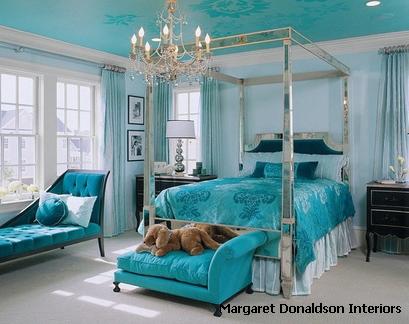 монохромная бирюзовая спальня