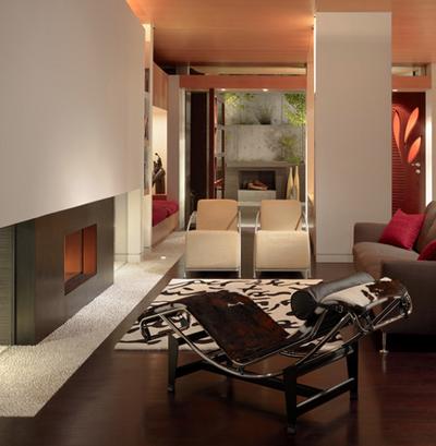 сочетание лежака с мягкой мебелью