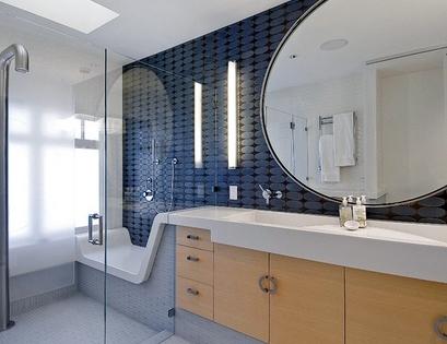 дизайнерский интерьер ванной с лежаком