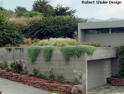 зеленая крыша гаража