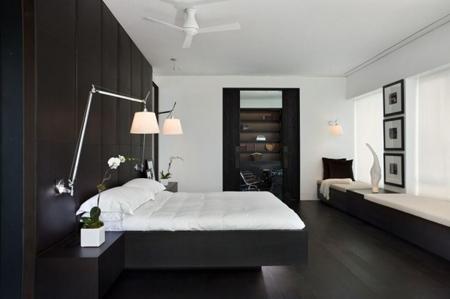 стильная спальня с лежаками