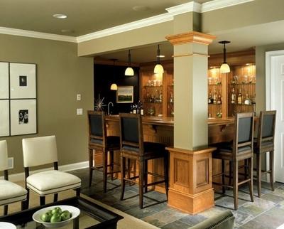 оливковый интерьер с мебелью разного цвета