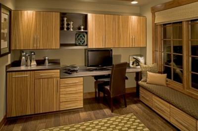 оливковый интерьер со светлой мебелью