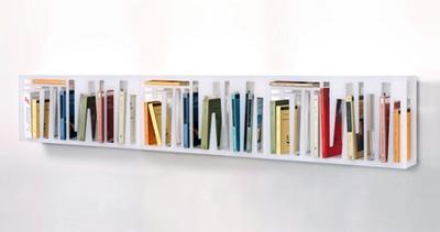 полка с отдельными ячейками для книг