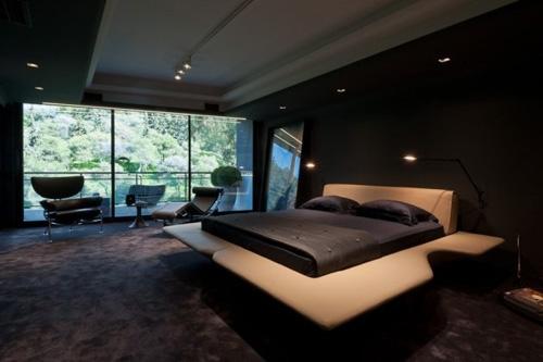 оригинальная кровать в элитном интерьере спальни