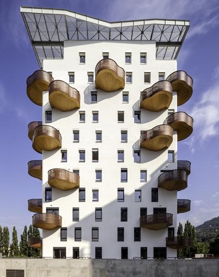 органический дизайн балконов для жилого здания