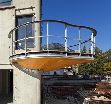 крепление балкона к фасаду дома