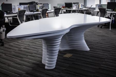 скульптурный стол для офиса