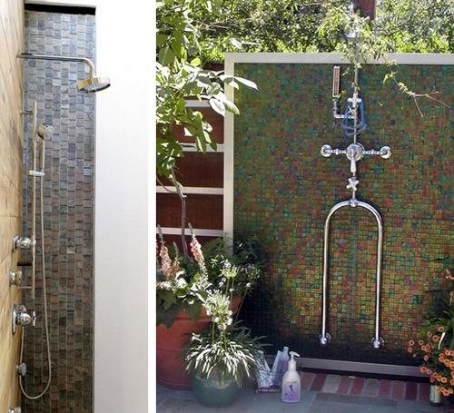 летний душ с мозаичной облицовкой